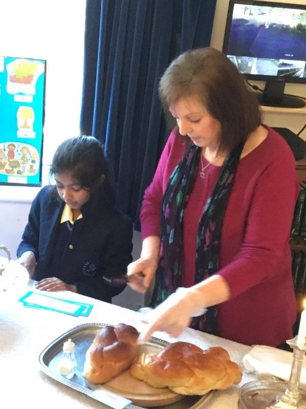 Lower School - Year-3-synagogue-visit-2_thumb